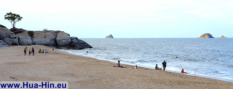 Khao Tao beach surrounded by massive rocks